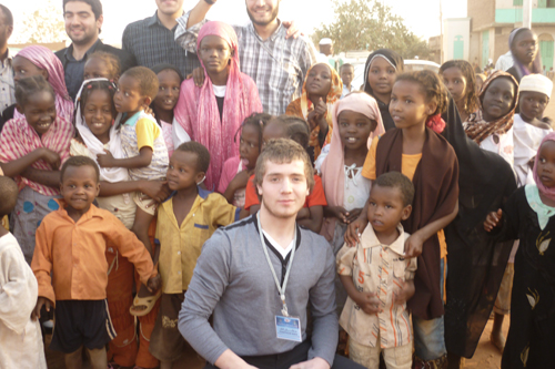 "Abdulazam Kebedov, a volunteer for the ""Solidarnost"" foundation in Dagestan, and Sudanese children. Welcome to Africa!"